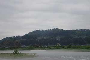 川霧が這う寒河江川