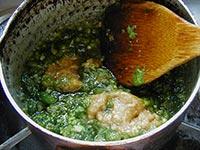 4.鍋に油を熱し砂糖みりん味噌で好みの味付けにする